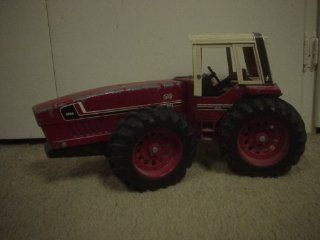 IH Vintage 3588 2x2 Tractor Large 1/16 International Harvester Ertl  Other Products