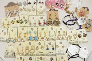Closeout Brand New Wholesale LOT Costume Jewelry Mixed Lot (60) Kitchen & Dining