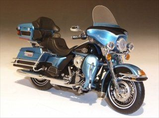 2011 Harley Davidson FLHTCU Ultra Classic Electra Glide Cool Blue/Vivid Black 1/12 by Highway 61 81157 Toys & Games