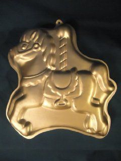 Wilton Horse Carousel Cake Pan    1990    Great for Happy Birthday Cake Novelty Cake Pans Kitchen & Dining