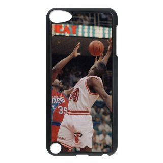 NBA Maimi Heat Mobile protective kit for iPod Touch 5 Series One Black Shell Cell Phones & Accessories