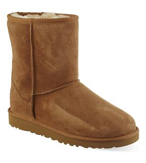 UGG   Classic short sheepskin boots 9 11 years